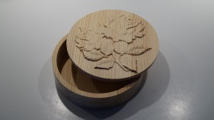 A round box with roses